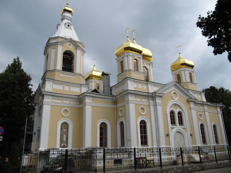 cerkov-treh-svyatiteley-moskovskih