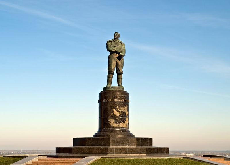 pamyatnik-chkalovu
